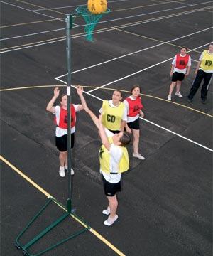 Harrod Sport Regulation Wheelaway Netball Posts 16mm Rings